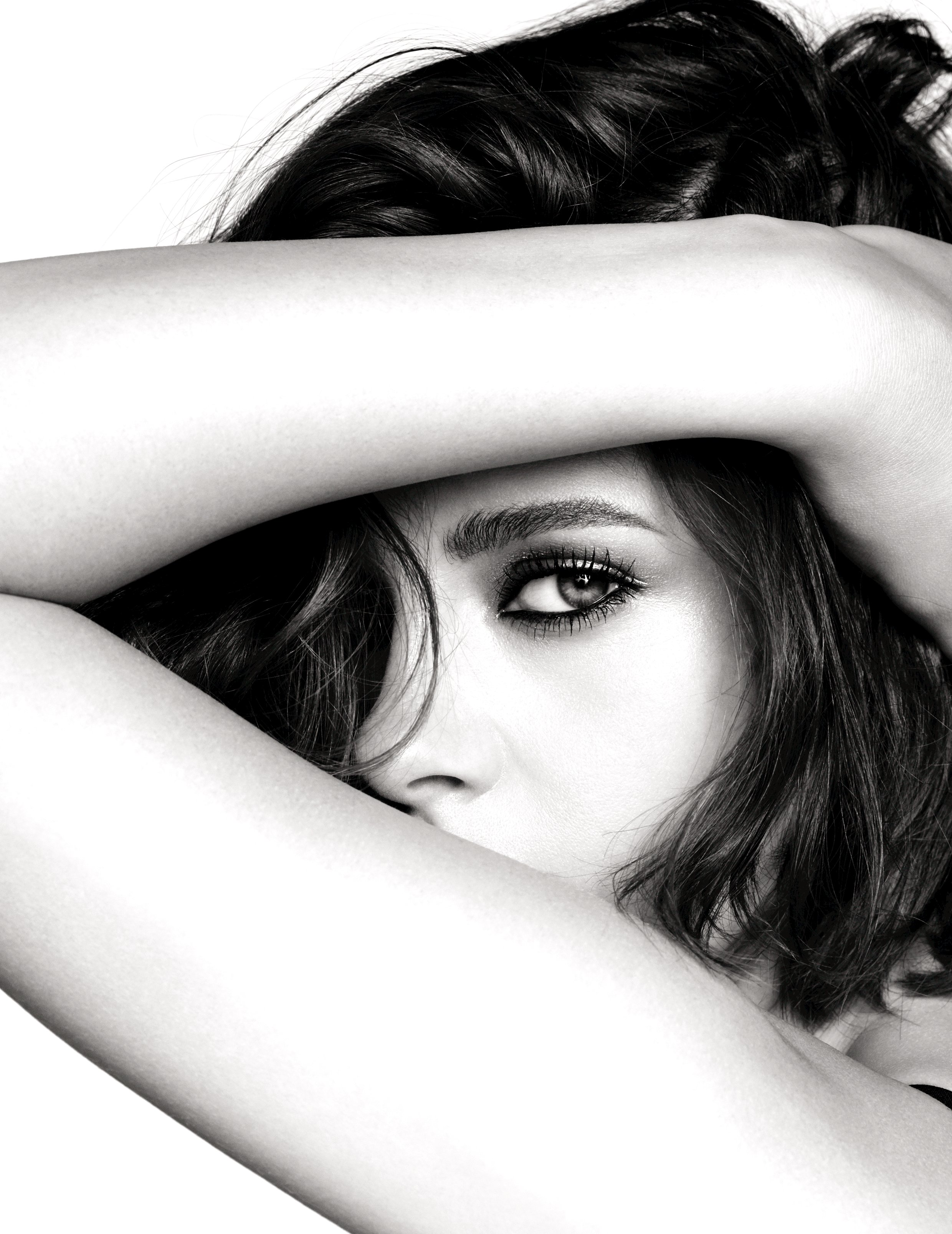 Chanel names Kristen as the new face of 'Collection Eyes 2016'