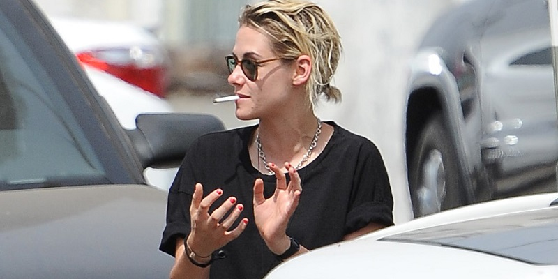Candids – Kristen preparing for a road trip – July 30, 2016